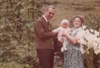 Mit Oma und Opa im Garten
